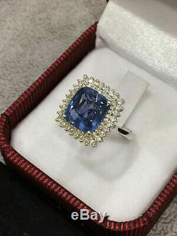 IGI CERTIFIED 6.20 Ct Huge High Quality Blue Sapphire Ring 18K Gold and Diamonds